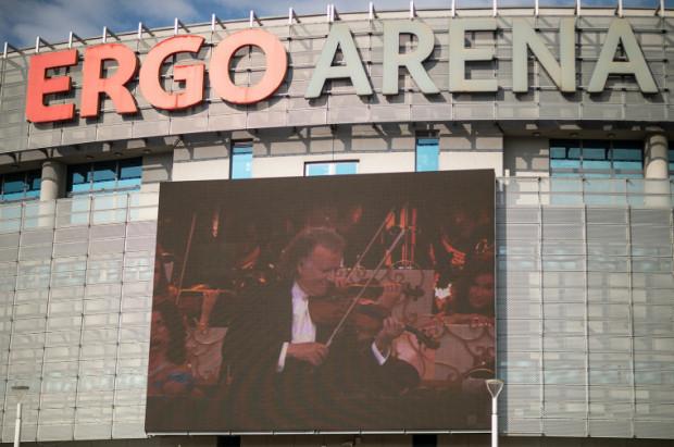 Czerwcowy koncert Andre Rieu w Ergo Arenie został przełożony na przyszły rok, ale w sobotę mogliśmy obejrzeć retransmisję jego ubiegłorocznego programu z Maastricht.