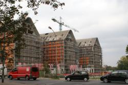 Budowa Aura Gdańsk jest zaawansowana. Budynki zostały zaprojektowane tak, aby wpisać się w klimat Wyspy Spichrzów.