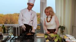 Live cooking z powodzeniem praktykowane jest w topowych restauracjach Nowego Jorku, Paryża, Hongkongu.