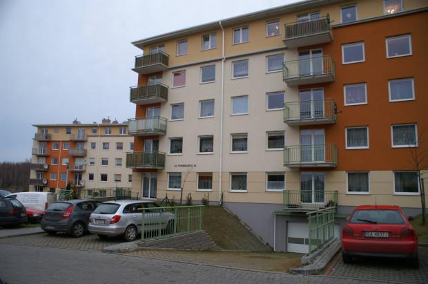 Jest szansa, że mieszkańcy Porębskiego 76 będą mogli korzystać z hali garażowej pod swoim domem.