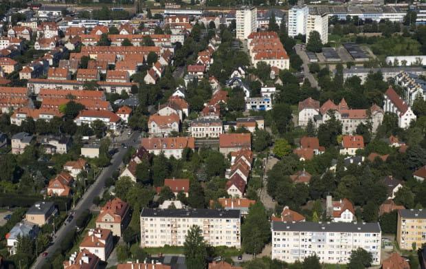 Przedwojenna lub powojenna kamienica, mieszkanie w bloku z wielkiej płyty czy nowe, zbudowane po 90 roku? W Trójmieście mamy nieograniczony wybór. Tylko gdzie będzie najlepiej?