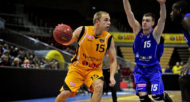 Łukasz Koszarek najskuteczniejszym zawodnikiem meczu z AZS Koszalin.