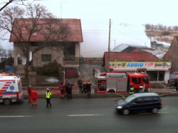 Dom, w którym mieszkały dzieci, znajduje się tuż obok warsztatu samochodowego, w którym wybuchł pożar.