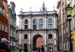 Twórcą Złotej Bramy, wtedy zwanej Bramą Długouliczną, był Abraham van den Blocke.