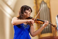 Miki Kobayashi z Japonii - cudowne dziecko, debiutowała z orkiestrą w wieku 10 lat.
