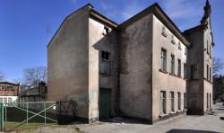 Stan techniczny budynku przy Niepodległości 761 jest bardzo zły, trzeba go rozebrać i odtworzyć.