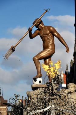 W prima aprilis na chwilę pojawił się sobowtór Neptuna, ale z piłką nożną.