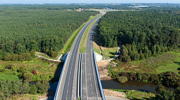 W wakacje pomorskim odcinkiem autostrady A1 może pojechać więcej ciężarówek.
