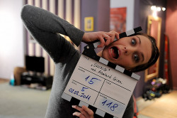 """Julia """"BrzydUla"""" Kamińska - zdjęcie z planu filmu """"Swing"""" w reż. Abelarda Gizy, którego współautorem zdjęć jest Michał Giorew."""