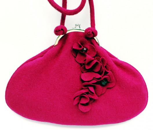 W kolekcji MiaMia nie brakuje torebek romantycznych, wyjątkowo kobiecych.