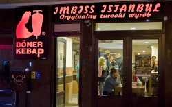 Sopockie centrum kebabu na Monte Cassino w sezonie tętni życiem prawie przez całą noc.