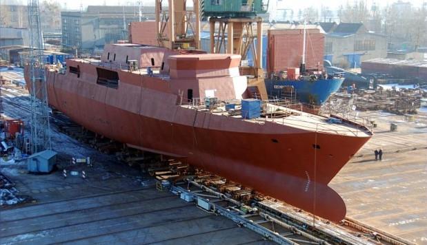 """W listopadzie 2001 roku Marynarka Wojenna RP podpisała umowę, a miesiąc później miała miejsce uroczystość położenia stępki pod pierwszy okręt serii """"Gawron"""" – ORP Ślązak (241), który otrzymał numer stoczniowy 621/1. 16 września 2009 odbyło się wodowanie kadłuba."""