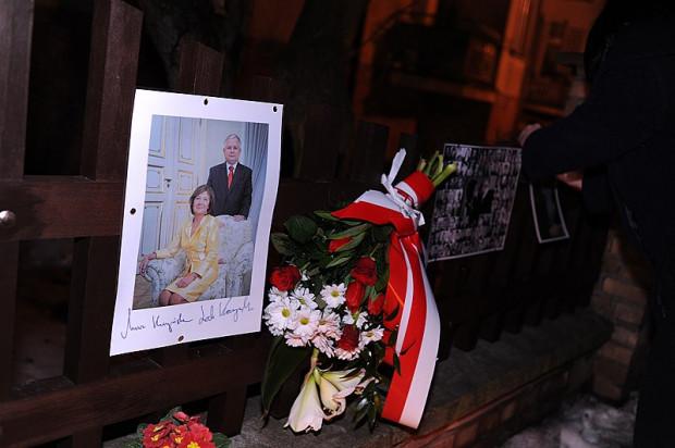 Jednym z miejsc, gdzie zdaniem pomysłodawców ustawienia pomnika, mógłby on stanąć, są okolice domu, w którym mieszkał prezydent Kaczyński z małżonką. Już dziś w tym miejscu często pojawiają się kwiaty i znicze.