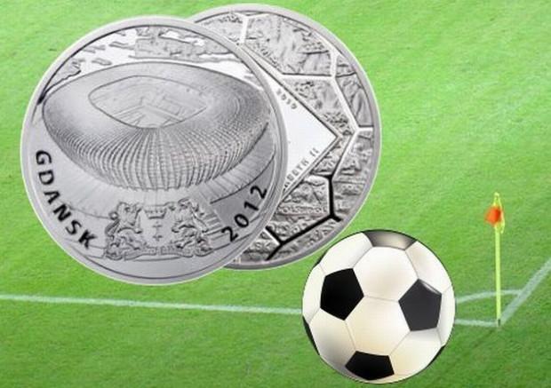 Główną nagrodą w naszym Typerze poświęconym piłkarskim mistrzostwom Europy jest wydana przez Mennicę Polską moneta kolekcjonerska z serii Stadiony Polskie 2012 z wizerunkiem Gdańska.