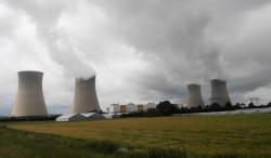 Elektrownia Dampierre we Francji przekazuje ciepłą wodę do ogrzewania okolicznym właścicielom szklarni.