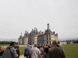 W sąsiedztwie elektrowni Saint-Laurent znajduje się zamek Chambord. Tysiącom turystów, którzy go odwiedzają, nie przeszkadza jądrowe sąsiedztwo.