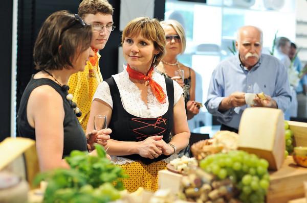 Spotkaniu towarzyszyła degustacja francuskich serów.