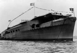 Graf Zeppelin po wodowaniu.