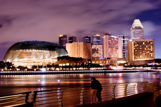 Jednym z częściej wybieranych celów podróży jest Singapur uznany za jedno z piękniejszych miast na świecie.