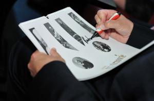 Na pierwszym egzemplarzu kalendarza wszyscy Mistrzowie złożyli swoje podpisy.