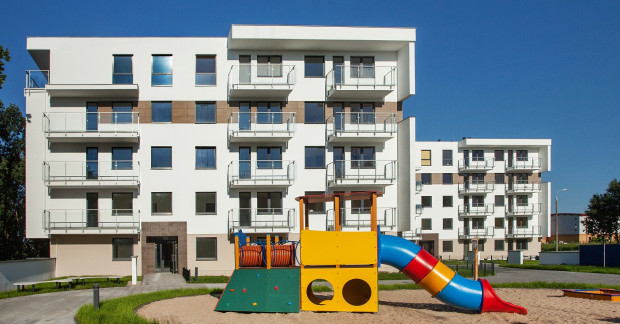 Pierwsze dwa budynki osiedla Cztery Kąty zostały już oddane do użytku. Dzieci mogą już bawić się na placu zabaw.