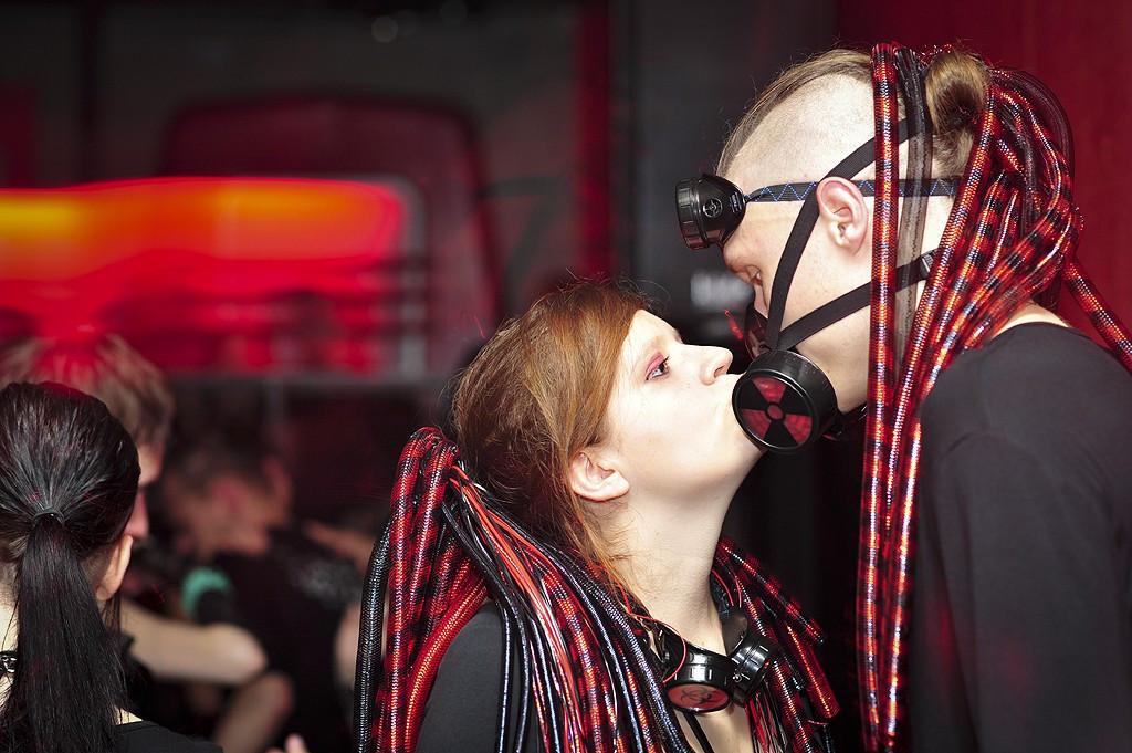 czerwona szminka sex Oralny
