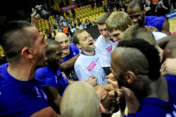 Anwil Włocławek zwyciężył z Asseco Prokomem Gdynią niewielką różnicą punktów.