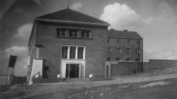 Tak wyglądały klasztor i kaplica w latach 30. ubiegłego wieku.