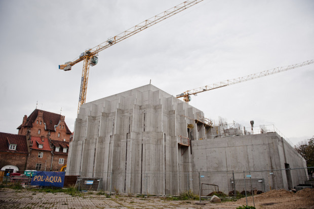 Najważniejsze do dokończenia przy budowie Teatru Szekspirowskiego są elewacja z czarnego klinkieru, oraz unikalny w skali kraju, otwierany dach.